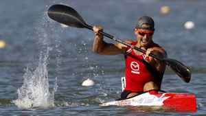 Adam Van Koeverden (L) of Canada paddles to win the men's K1 1000m final during the ICF Canoe and Kayak Sprint World Championships in Szeged, 170km (106 miles) south of Budapest, August 19, 2011.