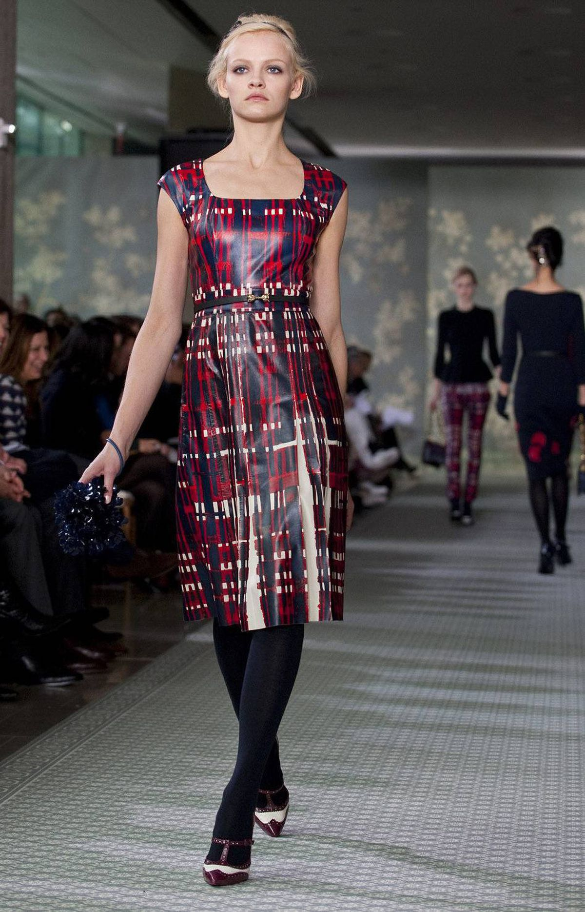 This was a strong showing for Burch – an inspired mix of looks for lunching ladies (pretty blouses and bouclé jackets) to knits sprouting plastic flowers and leather painted with graphic grid pattern.