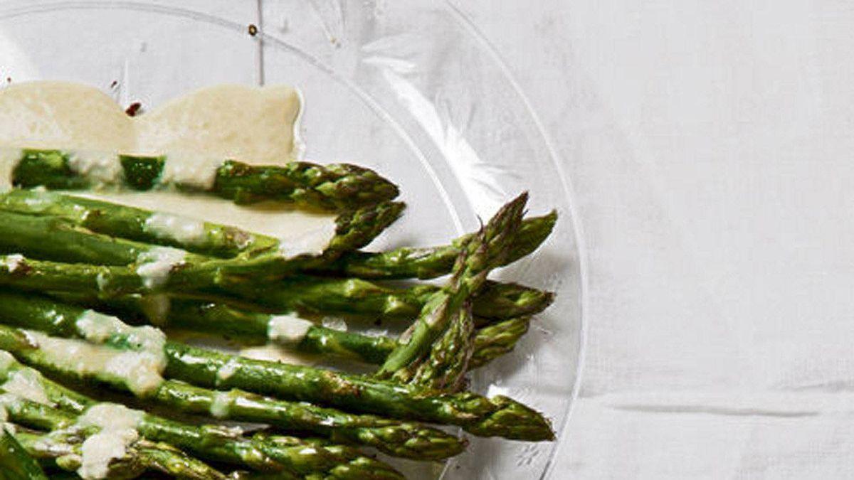 Roasted asparagus with horseradish cream