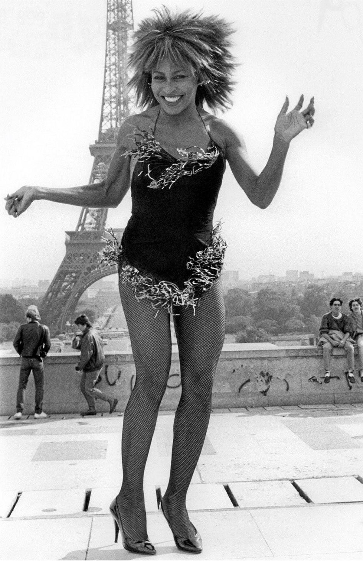 Tina Turner – Paris – Eiffel Tower (1984) I was returning from a family trip in 1984 and found out that Tina was in Paris recording a video, so I went there and I was able to take those pictures with the Eiffel Tower in the background. It really came out pretty well. Ike and Tina Turner were one of the first bands I travelled with in 1970. I was good friends with Tina by that time and they were happy to see me.