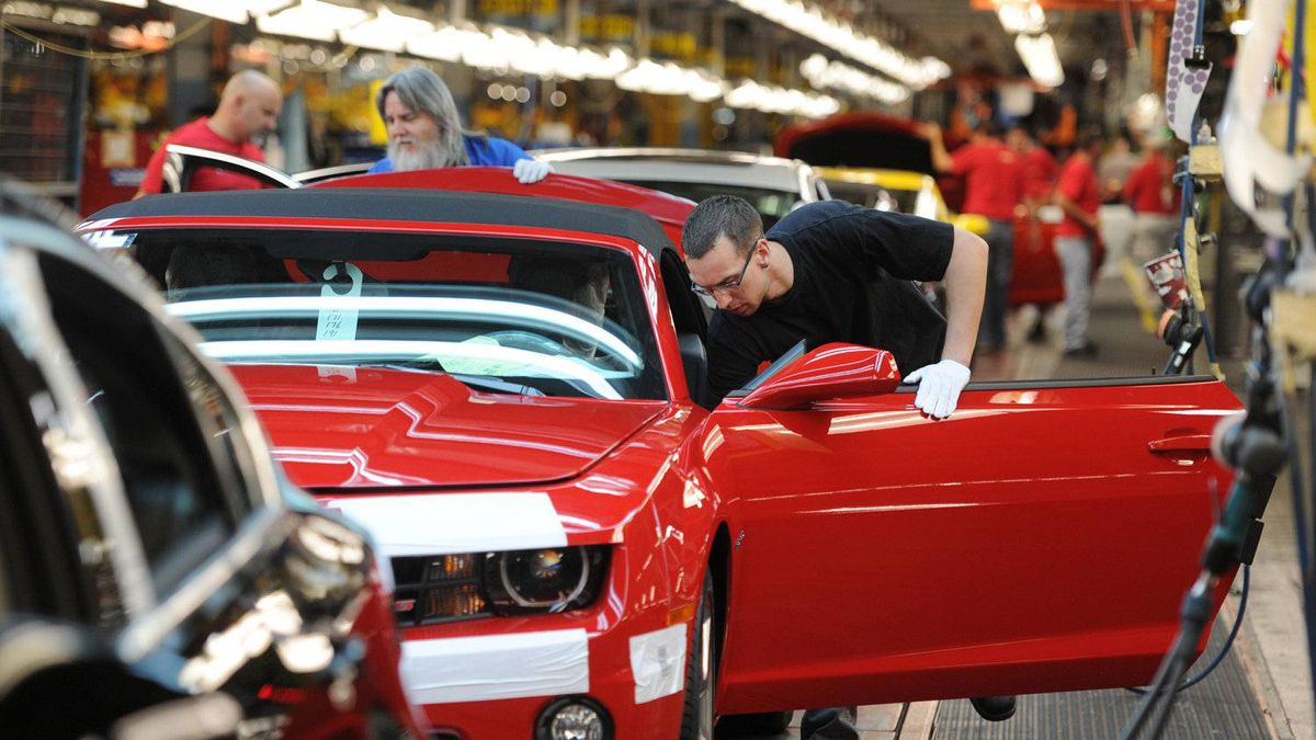 Workers on General Motors 'flex line' build automobiles in Oshawa, Ont.