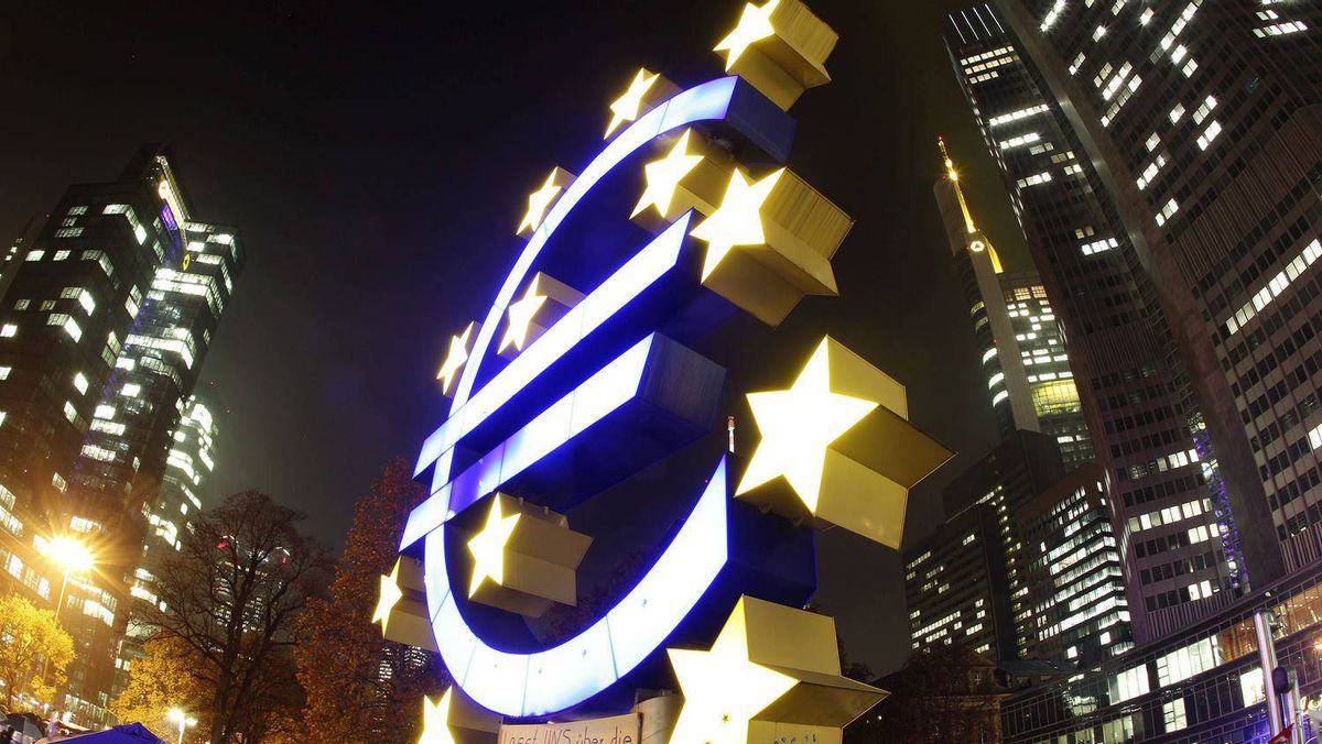 The Euro sculpture in front of the ECB in Frankfurt. The current crisis shows that Greeks, Germans and Italians have one important thing in common – a deep aversion to ceding control of their national budgets.