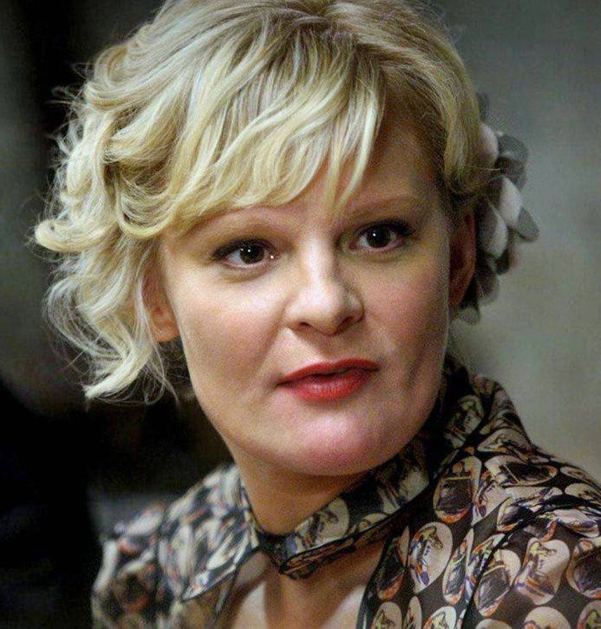 DRAMA The Good Wife CBS, Global, 10 p.m. Actress Martha Plimpton is a busy lady these days. Most of the time she can be seen on the Fox sitcom Raising Hope playing a grandmother (a role far too young for someone who turned 40 a few months ago). Tonight, Plimpton returns to this sophomore drama in her semi-recurring role of the tough solicitor Patti Nyholm, who has squared off against lawyer Alicia Florrick (Julianna Margulies) on previous occasions. Tonight the legal eagles lock horns again on a controversial case involving a liver transplant. At the same time, Alicia deals with the emotional fallout of the fling her assistant Kalinda (Archie Panjabi) had with her sleazy husband Peter (Chris Noth).
