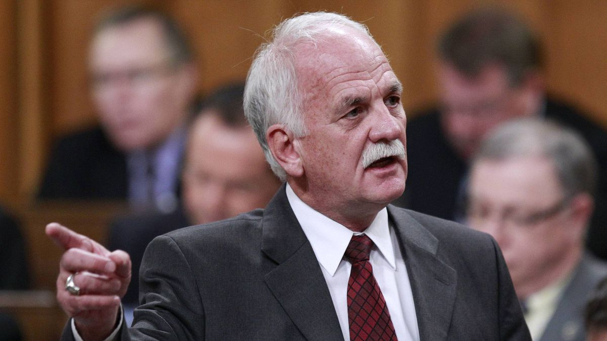 Public Safety Minister Vic Toews has proposed six changes to the omnibus anti-crime bill.
