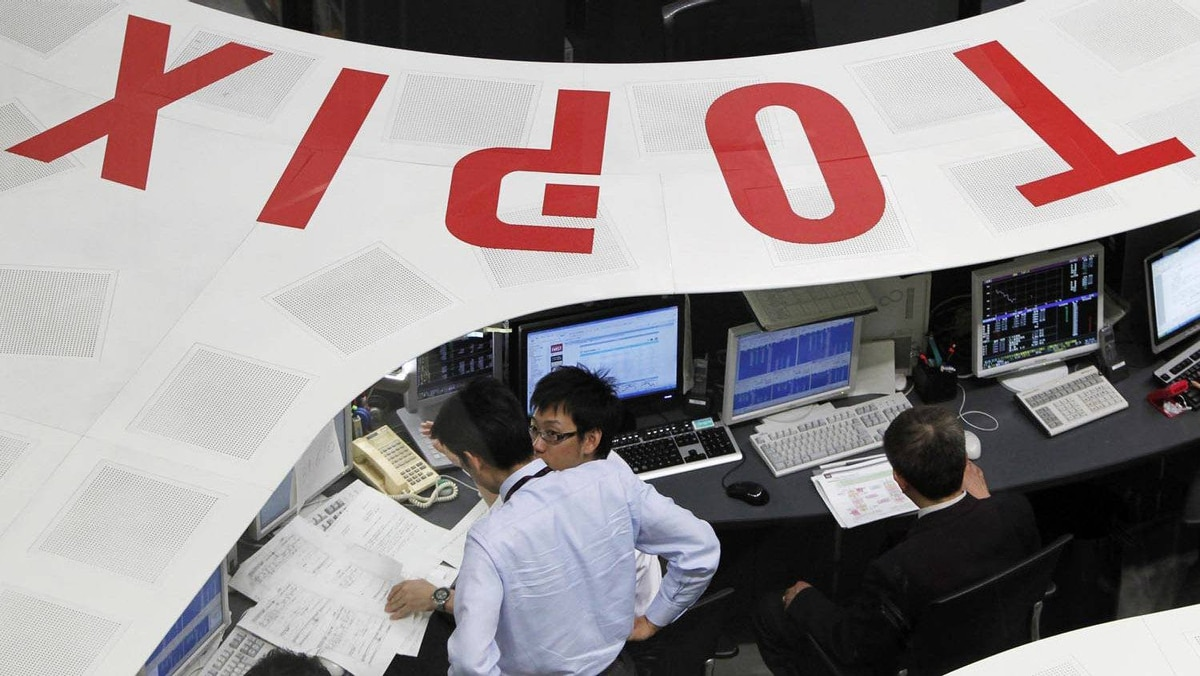 Employees of the Tokyo Stock Exchange work at the bourse in Tokyo in this March 10, 2011 file photo.