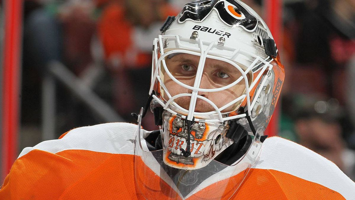 Goaltender Ilya Bryzgalov of the Philadelphia Flyers has said sorry for his remarks earlier this year about the city of Winnipeg. (Photo by Jim McIsaac/Getty Images)
