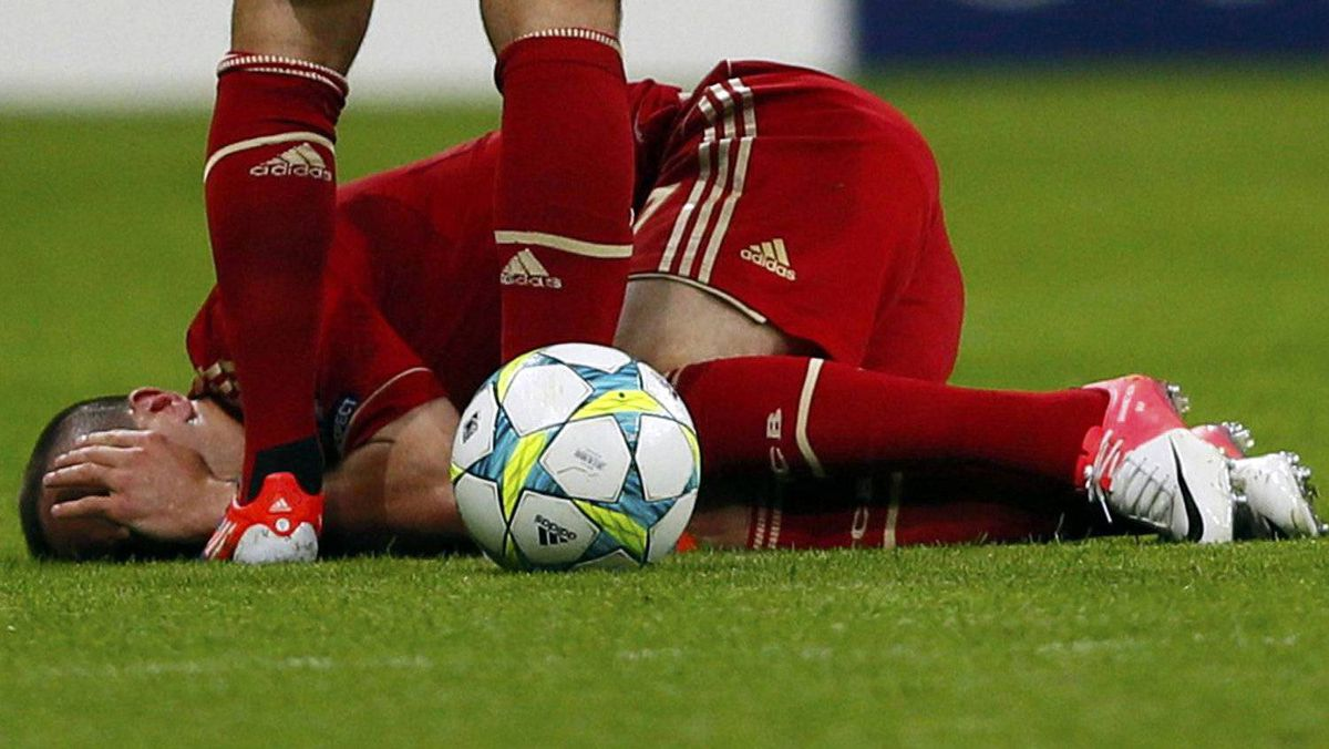 Franck Ribery of Bayern Munich lies on the ground injured during their Champions League final soccer match against Chelsea at the Allianz Arena in Munich, May 19, 2012. REUTERS/Kai Pfaffenbach