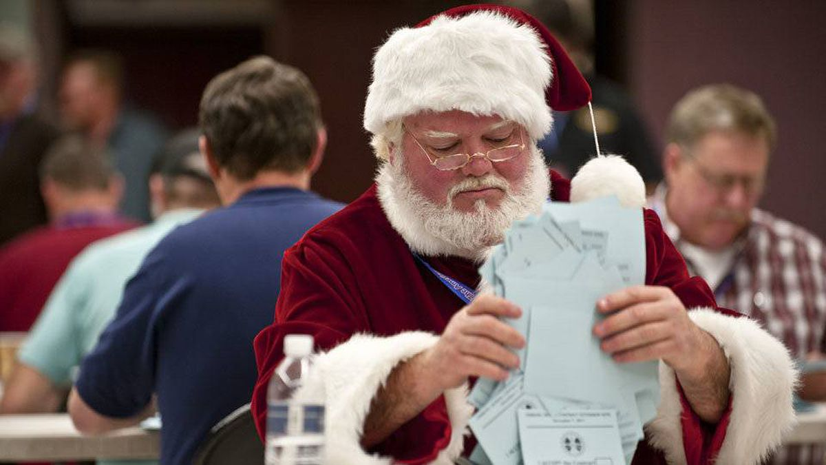 Santa counts votes on a labour agreement proposal with Boeing Co. at the IAM Seattle Union Hall in Seattle, Wash.