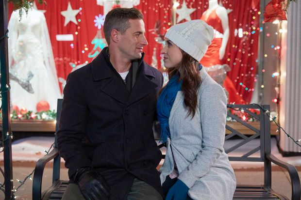 Hallmark Movies Christmas In July.It S Christmas In July On Many Canadian Movie Sets As