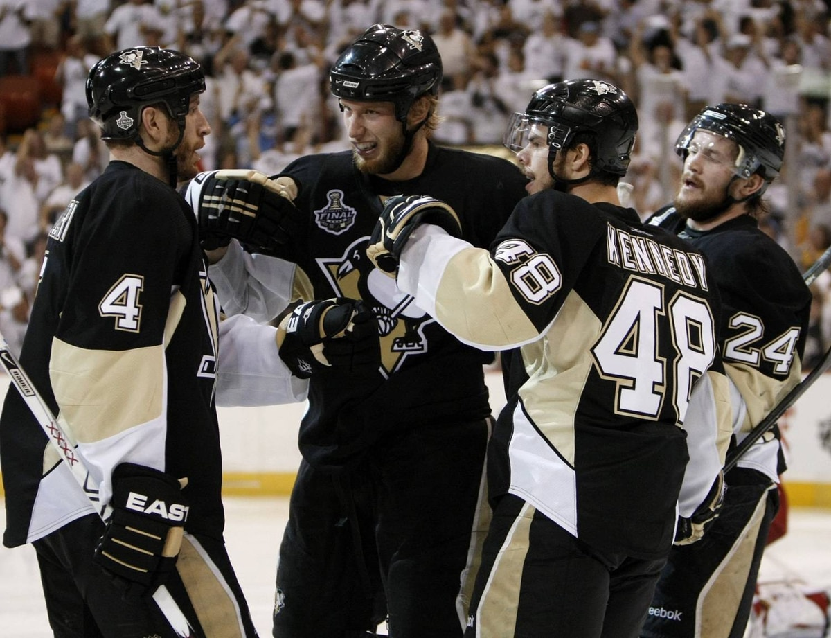 Pittsburgh Penguins center Jordan Staal, second from left, is congratulated by Rob Scuderi, Tyler Kennedy and Matt Cooke after Staal scored in the second period.