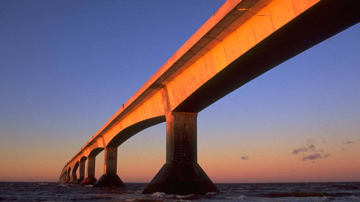 Confederation Bridge links New Brunswick and Prince Edward Island.