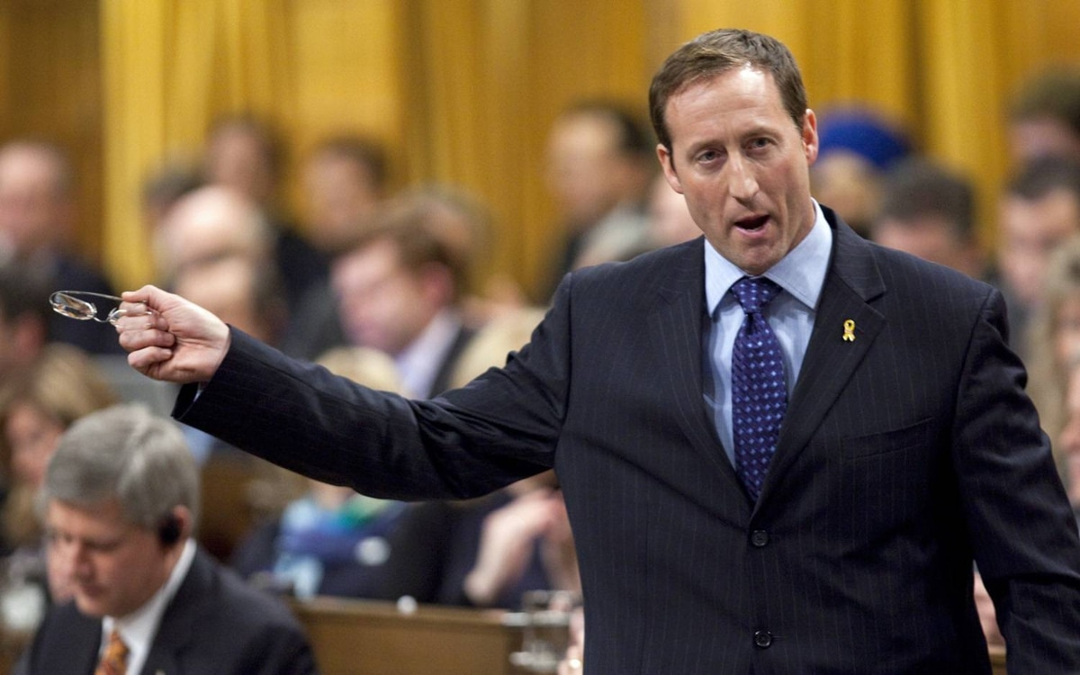 Defence Minister Peter MacKay responds during Question Period in the House of Commons on Thursday, December 10, 2009.