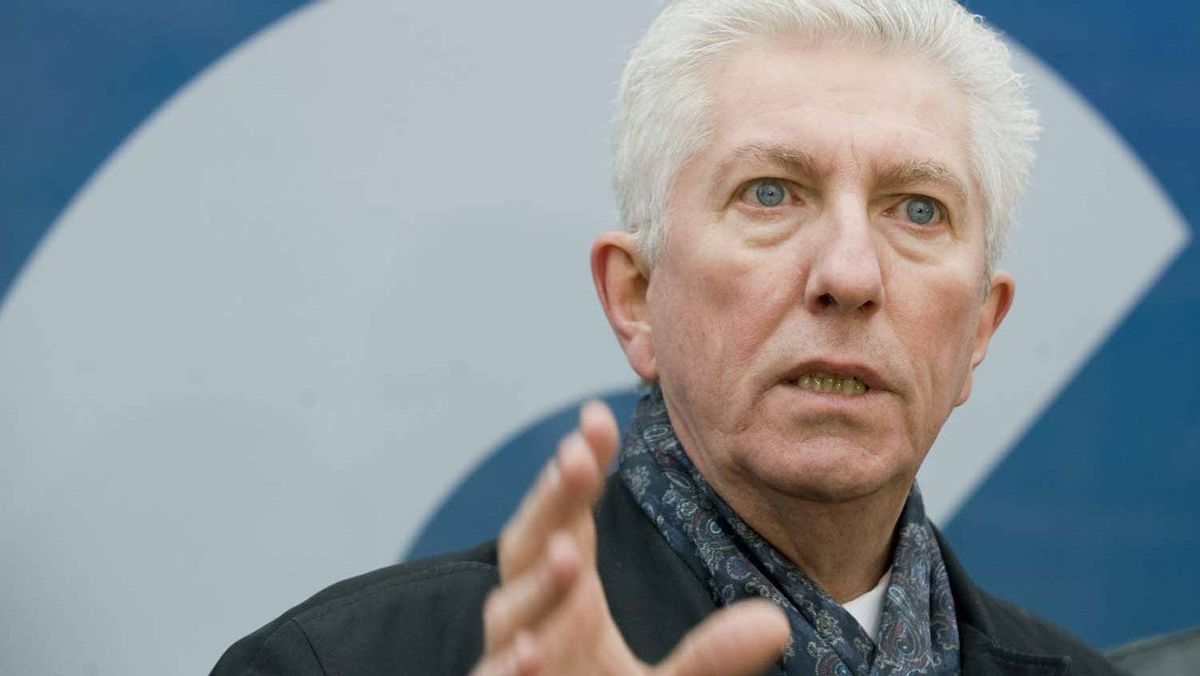 """Bloc Québécois leader Gilles Duceppe campaigned in Montreal on Tuesday, where he attacked a star Tory candidate, Larry Smith, for saying that younger Quebeckers are more concerned about finding jobs in a global economy than they are about the protection of the French language. """"So openness on the world means not having a language that is ours?"""" Duceppe asked at a campaign stop. He also reiterated his call for French to be made the language of the workplace for Quebec's 300,000 federal employees."""