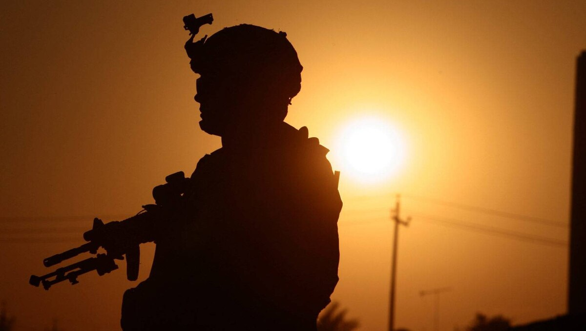 A U.S soldier patrols Baquba, in Diyala province about 65 km (40 miles) northeast of Baghdad November 3, 2008.