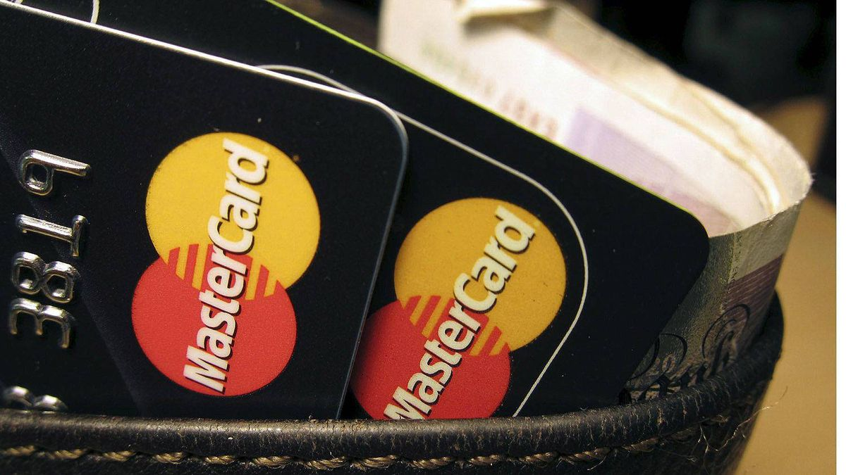 Hackers have crashed the website of credit card firm MasterCard in apparent retaliation for its blocking of donations to the Wikileaks website it was reported on Wednesday.