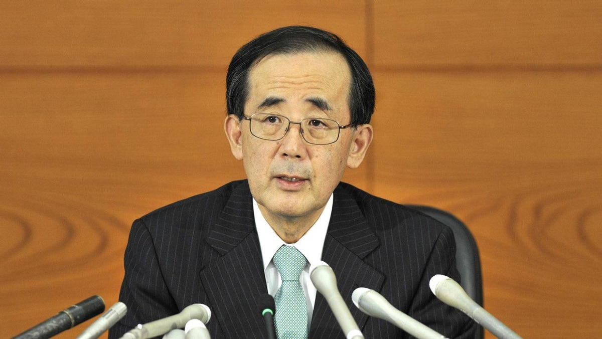 Bank of Japan (BOJ) governor Masaaki Shirakawa answers questions during a news conference at the BOJ headquarters in Tokyo on October 27, 2011.