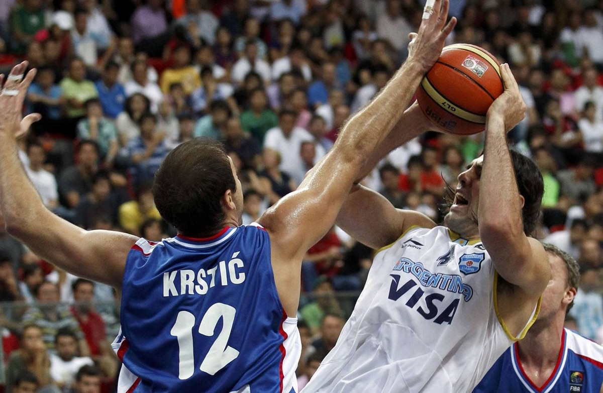 Argentina's Luis Scola has his shot blocked by Serbia's Nenad Krstic (L) during their FIBA World Championship game in Kayseri September 2, 2010. REUTERS/Ivan Milutinovic