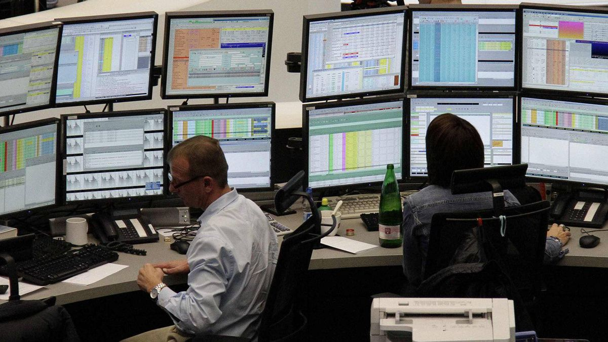 Traders are pictured at their desks at the Frankfurt stock exchange December 8, 2011.