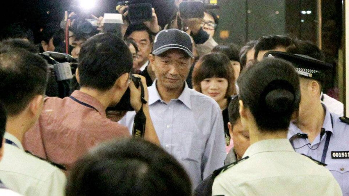 """Chinese fishing boat captain Zhan Qixiong (C), who was arrested after his trawler collided with two Japanese coast guard vessels in the East China Sea, arrives at the Fuzhou airport in Fujian province on September 25, 2010 after he was released from police custody on Ishigaki island in Okinawa. The Chinese trawlerman whose arrest sparked a major row arrived home after being released by Japanese prosecutors as Beijing called for compensation and an apology for the """"unlawful"""" detention."""
