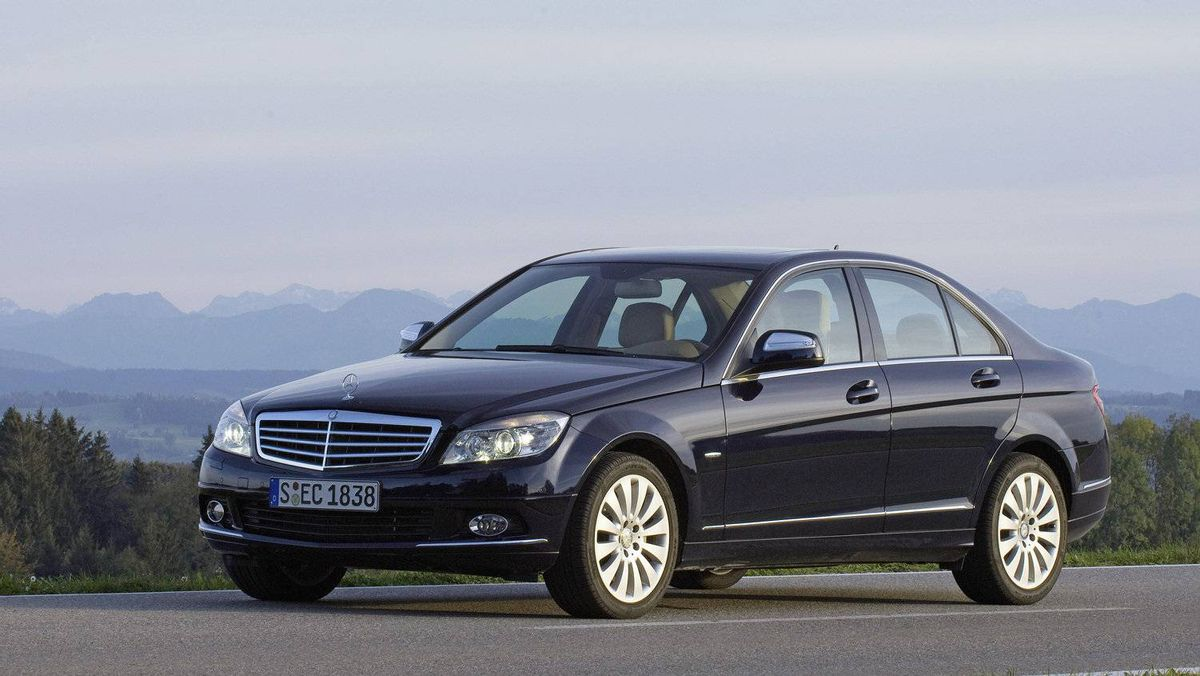 Nissan and daimler in u s engine venture the globe and mail for Mercedes benz north america customer service