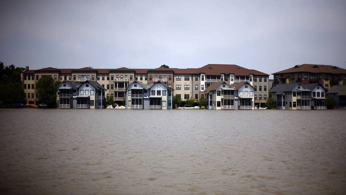 Homes on Mud Island are seen as floodwaters rise in Memphis, Tennessee May 9, 2011. The city of Memphis braced for the Mississippi River to peak within hours at a near record level, and downstream the U.S. government opened a spillway above New Orleans on Monday to relieve flooding pressure on the low-lying city.