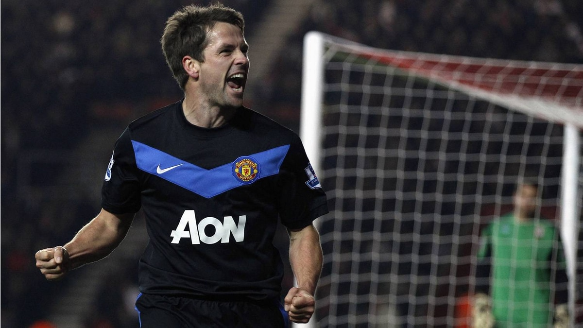 Manchester United's Michael Owen celebrates after scoring against Southampton during their FA Cup soccer match at St Mary's Stadium in Southampton January 29, 2011.