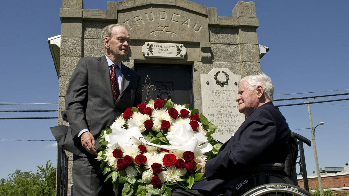 Former prime minister Jean Chretien and former German chancellor Helmut Schmidt lay a wreath at the gravesite of former prime minister Pierre Elliott Trudeau in Saint-Remi, Que., on June 1, 2011.