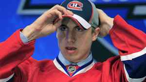 Montreal Canadiens' first pick Jarred Tinordi adjusts his hat during the first round of the 2010 NHL hockey draft in Los Angeles, California June 25, 2010. REUTERS/Mike Blake