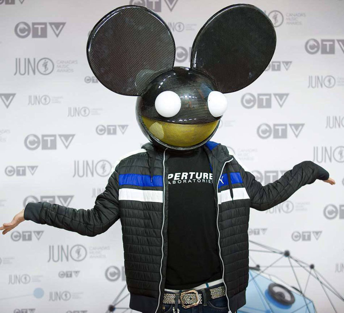 The unmysterious mouse-helmetted musician Deadmau5 perpetuates his Tired5chtick at the Juno Awards in Ottawa on Sunday.