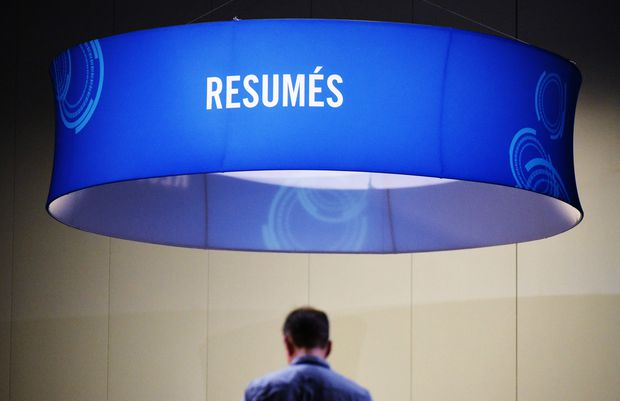 US weekly jobless claims fall; producer prices weak