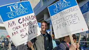 Air Canada customer service agents picket outside Pierre Elliott Trudeau airport in Montreal Tuesday, June 14, 2011.