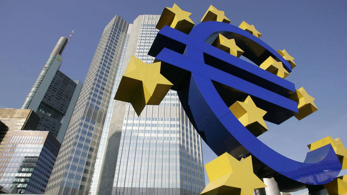 A picture taken 28 June 2005 shows a giant Euro symbol, the currency of the EU, standing in front of Frankfurt's Eurotower, which houses the European Central Bank (ECB).