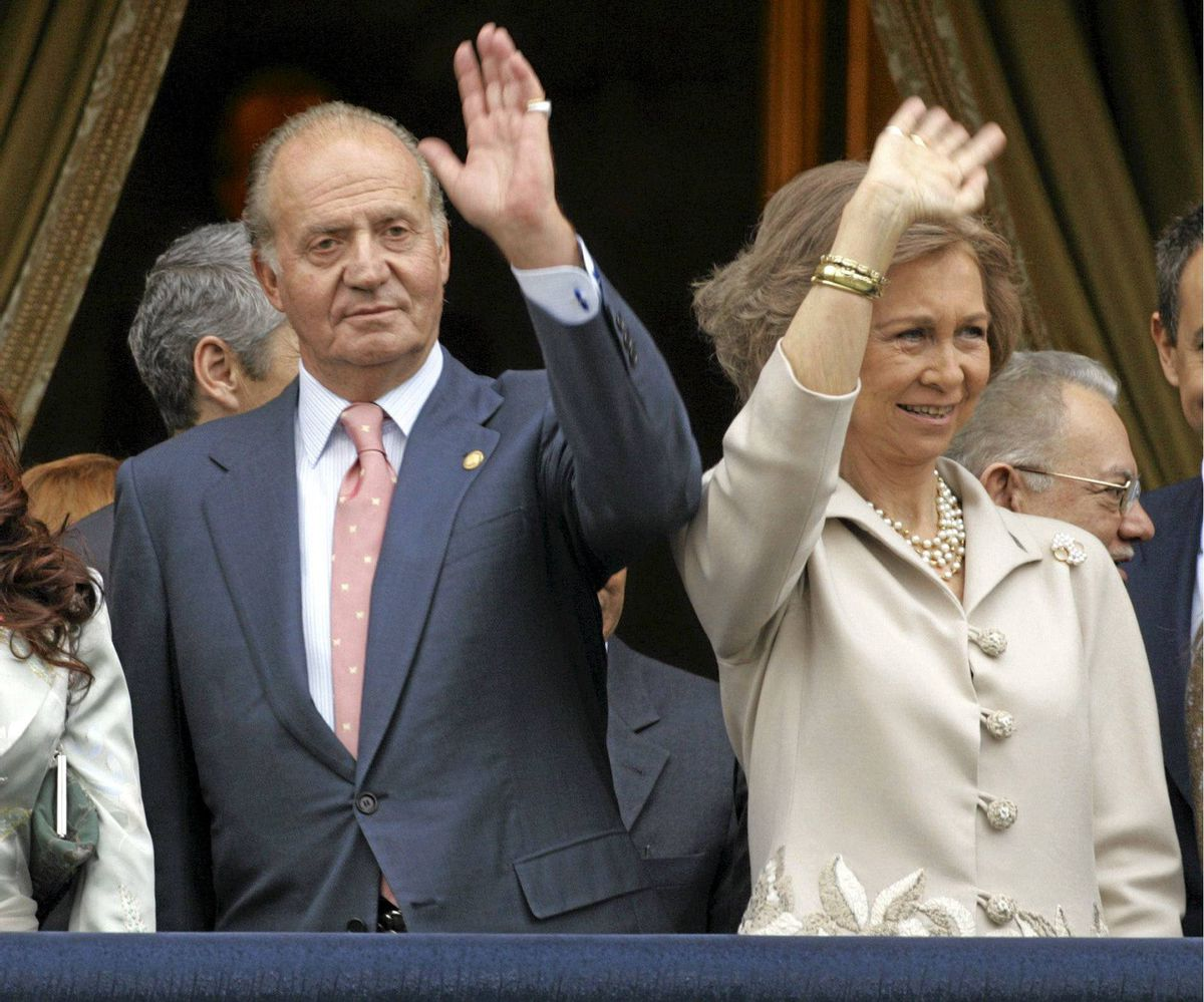 Spanish King Juan Carlos and Queen Sofia, in Salamanca in 2005. Officially, Queen Sophia is boycotting the lunch with Queen Elizabeth Friday in protest against the planned visit by Prince Edward, Queen Elizabeth's youngest son, to Gibraltar, the tiny British possession in the south of Spain.