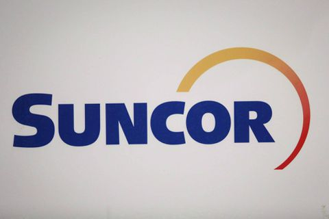 Suncor Energy (SU) PT Raised to C$59.00