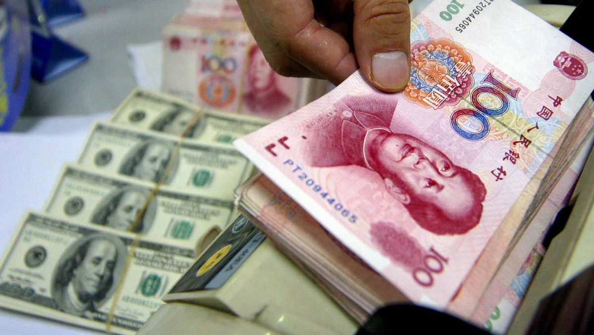 Chinese renminbi and U.S. dollars: retail forex investors are jumping in.