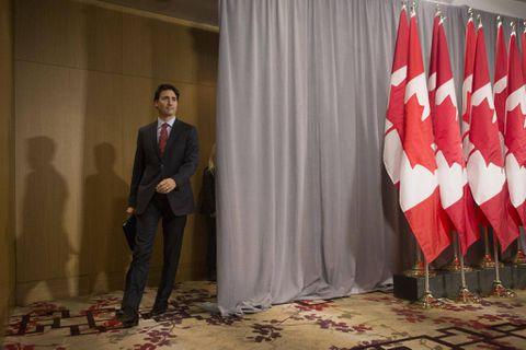 Justin Trudeau arrives in Cuba, meets with President Raul Castro