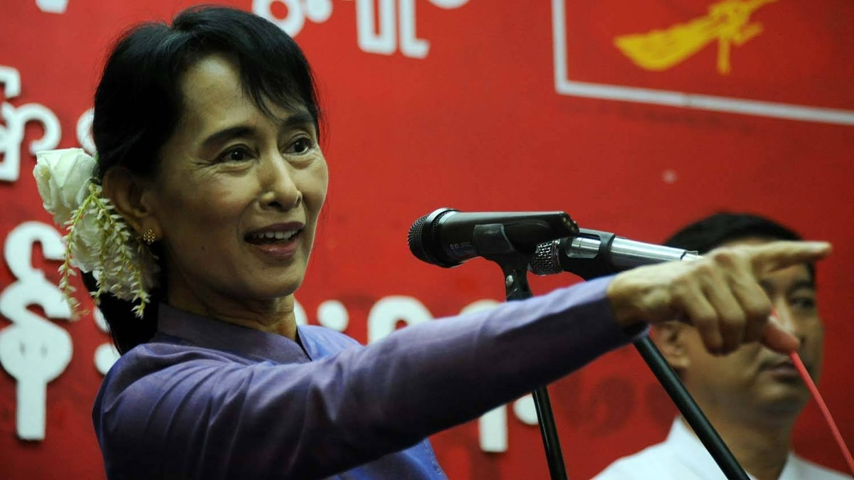 Myanmar democracy icon Aung San Suu Kyi delivers a speech during a ceremony to mark her father General Aung San's 96th birth anniversary at the National League for Democracy (NLD) headquarters in Yangon on February 13, 2011.