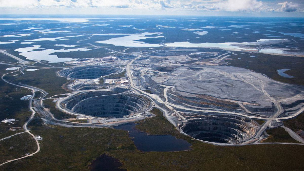 Aerial pictures: ? BHP Billitons EKATI Diamond Mine is located 200 kilometers south of the Arctic Circle and is Canadas first surface and underground diamond mine. Credit: Photos courtesy of BHP Billiton