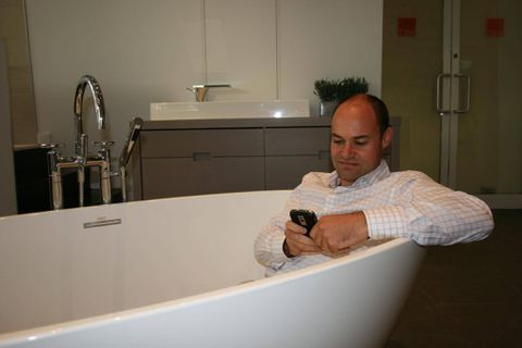 Luxury bathtub maker changes shipping procedure after getting soaked by damages