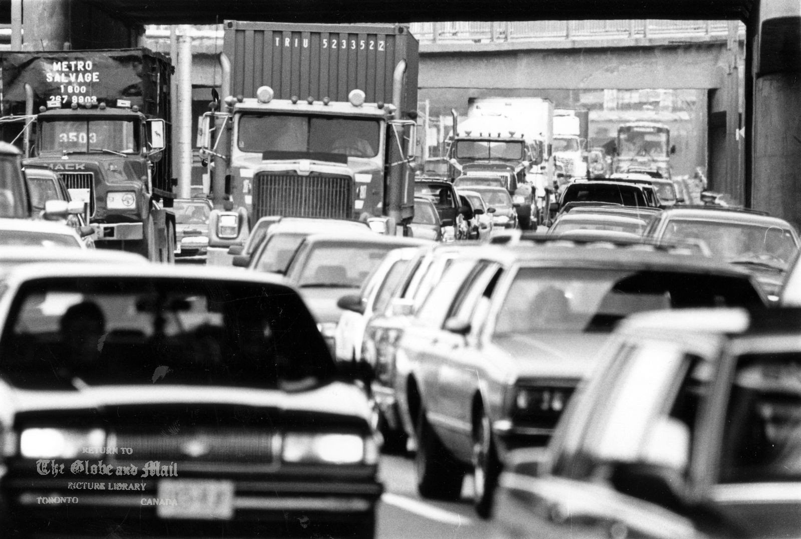 The eastbound lanes of Toronto's Gardiner Expressway were backed up to the Humber River today, July 12, 1996, what with summer road construction and partial Lake Shore Boulevard closing for this weekend's Molson Indy race. Phot by Fred Lum / The Globe and Mail. Originally published July 13, 1996