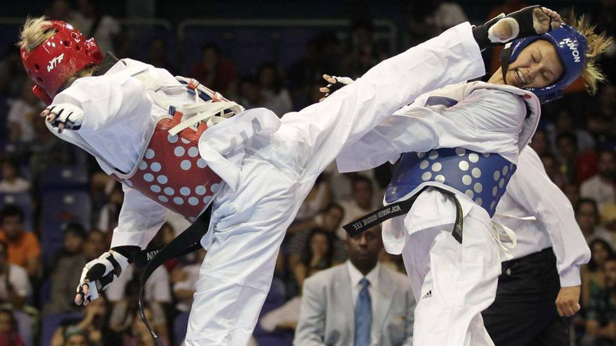 Gonda Ivett of Canada (Red) fights Lisbeth Diez Canseco of Peru during the Women's Under 49kg final taekwondo competition at the Pan American Games in Guadalajara.