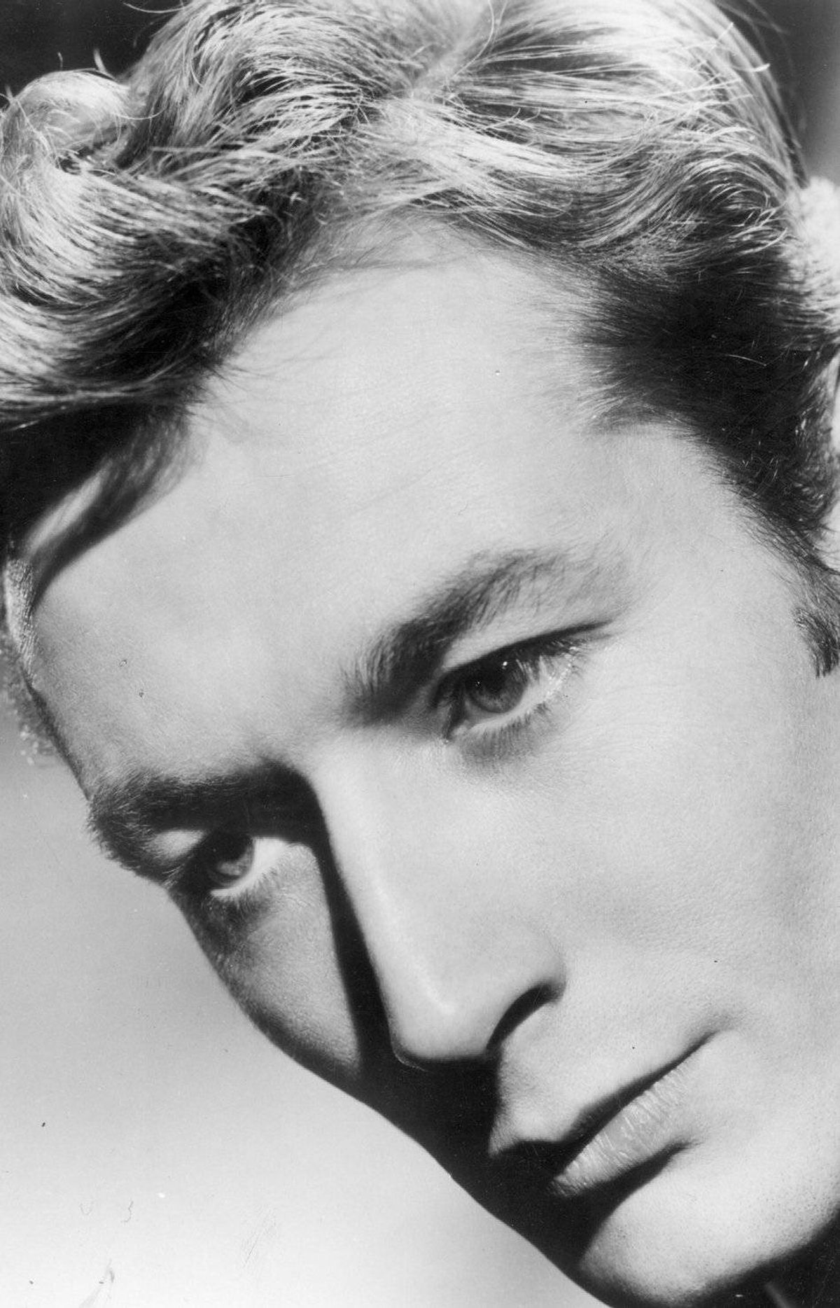 Actor John Neville dies of Alzheimer's at age 86 He drank with Richard Burton, played Hamlet opposite Judi Dench and, after emigrating to Canada in 1972, the stately and charismatic English actor directed prominent theatre companies here. He was also the Well-Manicured Man on TV's The X-Files, a role for which he was well-suited.