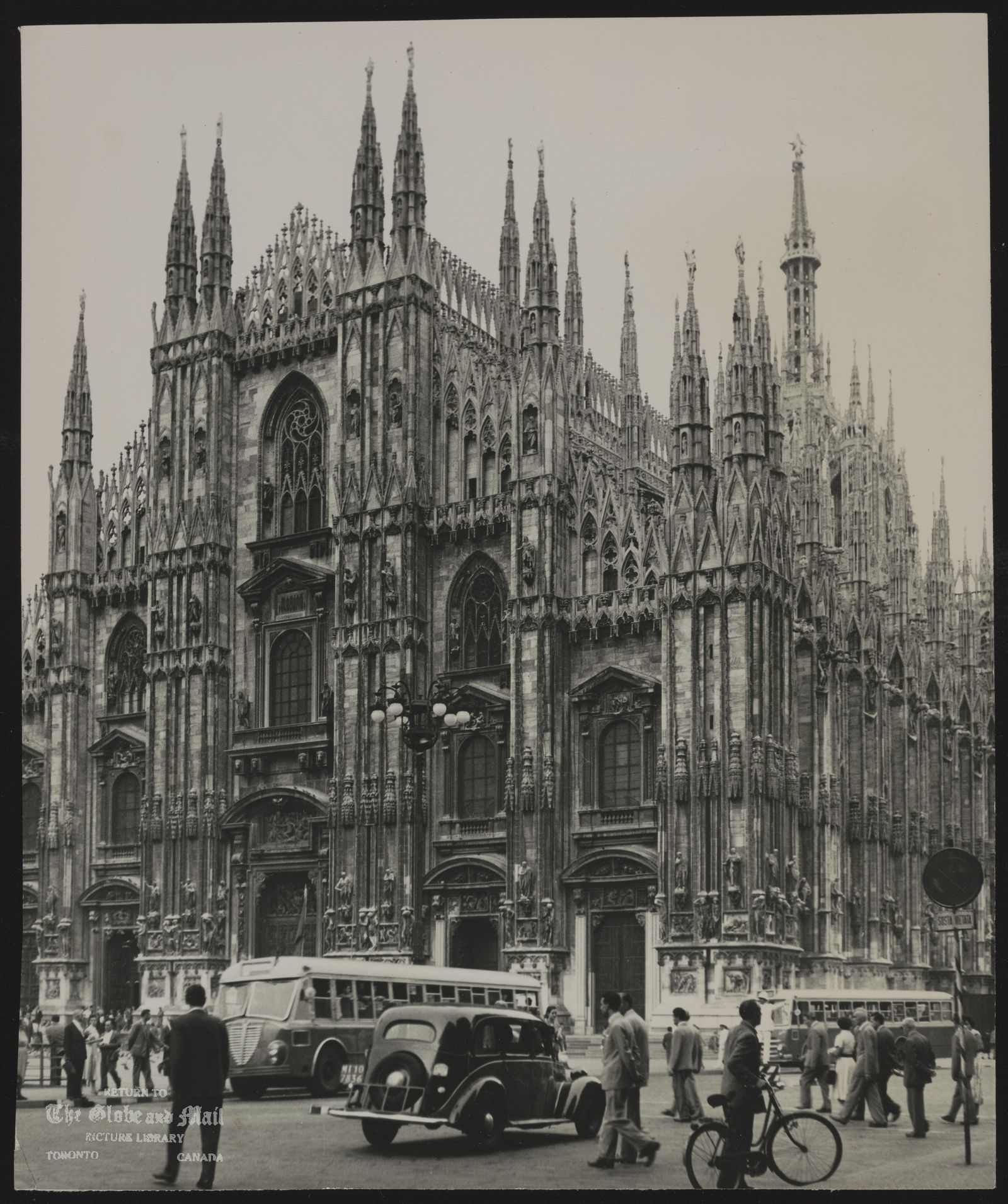 Milan Milan Cathedral fronts on square where subway is being built