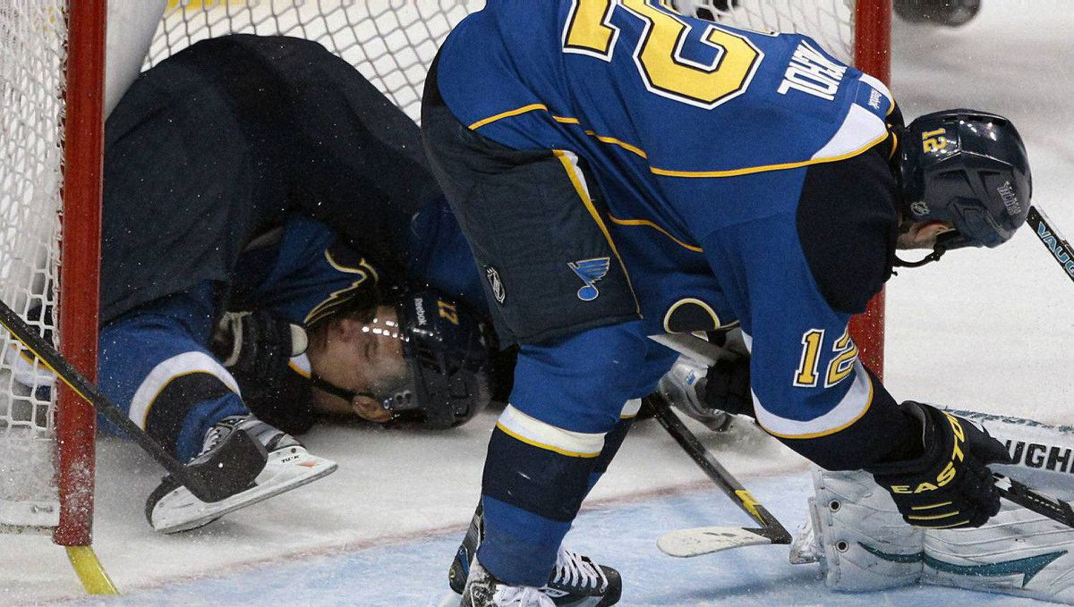 St. Louis Blues centre Vladimir Sobotka (L) ends up upside down in the San Jose Sharks net after falling in as Scott Nichol looks on during their NHL Western Conference quarter-final playoff hockey game in St. Louis, Missouri. April 14, 2012. The Blues won 3-0. REUTERS/Sarah Conrad