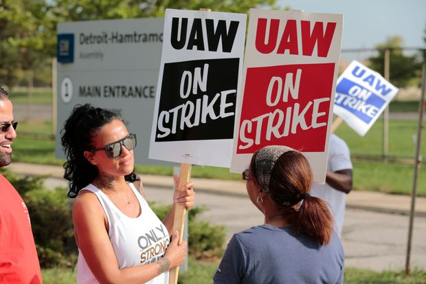 UAW talks take turn for worse; both sides far apart