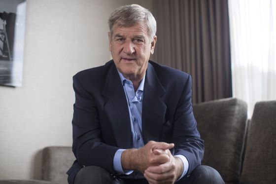 Bobby Orr endorses Donald Trump, calling him 'the kind of teammate I want'