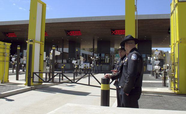 U S -Canada border transfers raise fear of delayed crossings - The