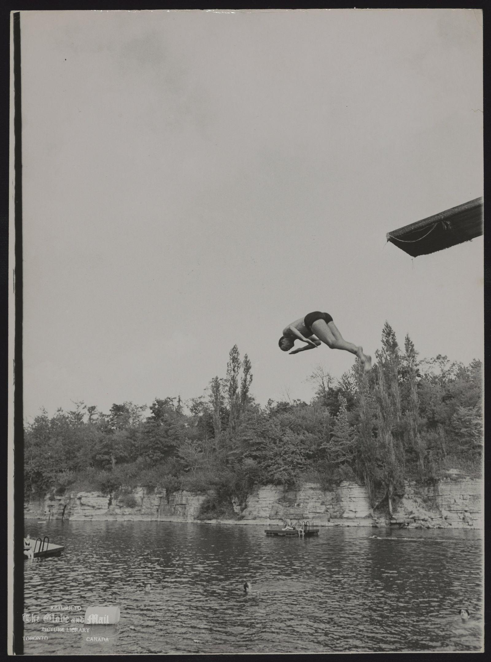 Pierre Elliott TRUDEAU Quebec. Politician (Misc.) Prime Minister Trudeau swimming in quarry at Stratford.