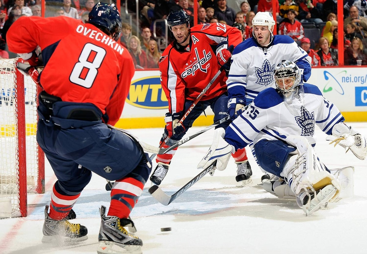 Mike Knuble #22 of the Washington Capitals scores against Vesa Toskala #35 of the Toronto Maple Leafs off an Alex Ovechkin #8 assist at the Verizon Center on January 15, 2010 in Washington, DC. (Photo by Greg Fiume/Getty Images)