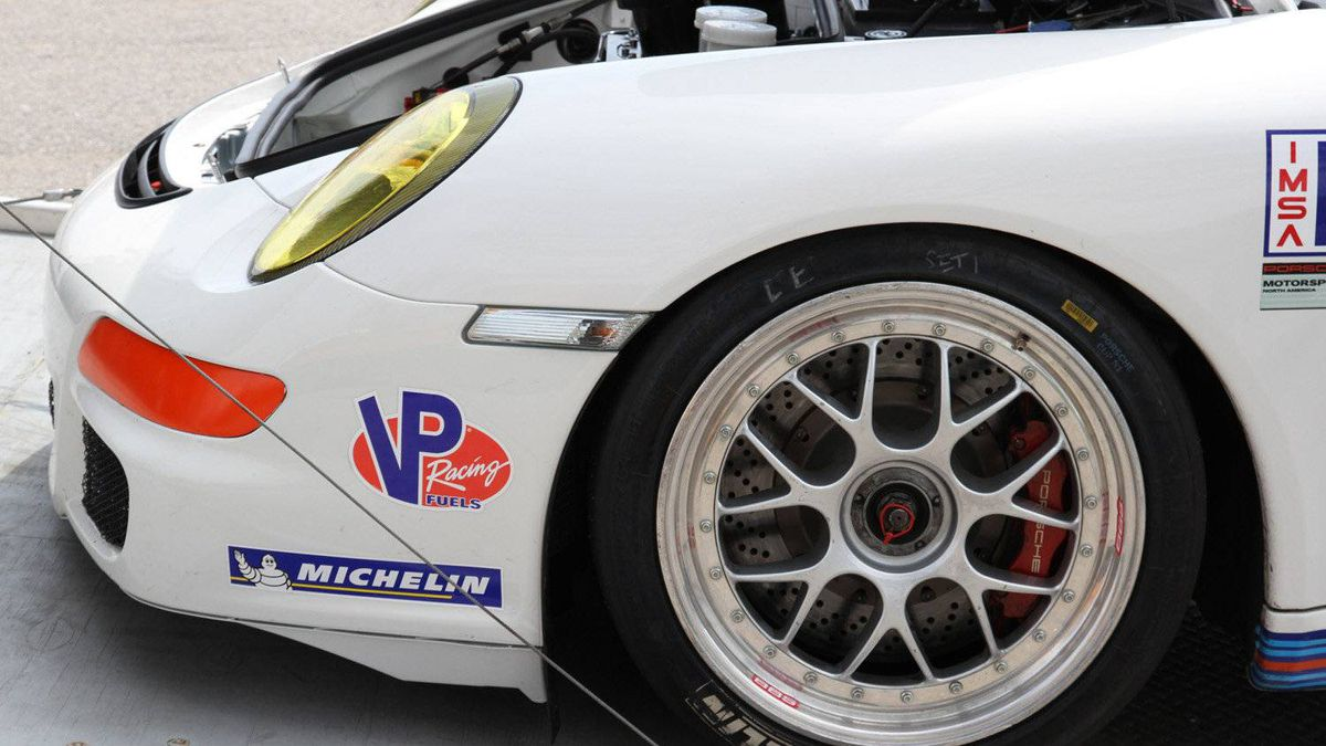 Some GT3 Cup cars use two-piece wheels. The outer hub is bolted to the centre section, which allows the use of different hub sizes (and hub replacement after a crash).